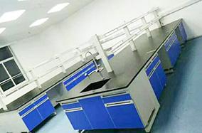 附带隔板的实验桌